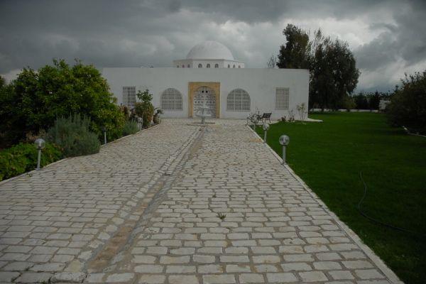 Une belle villa louer mornag avec piscine grand jardin for Villa avec jardin tunisie