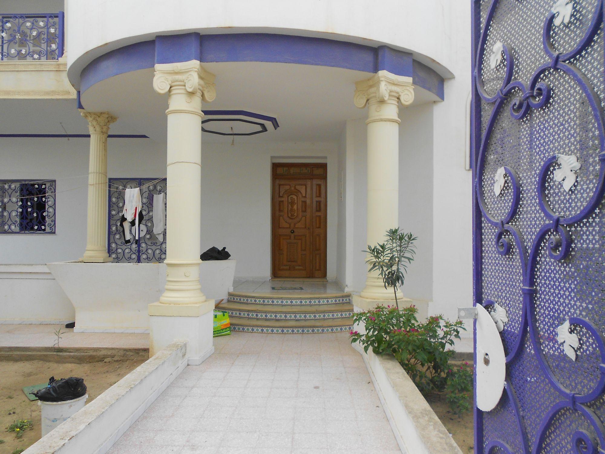 av belle villa entour e par un jolie grand jardin vente villa hammamet. Black Bedroom Furniture Sets. Home Design Ideas