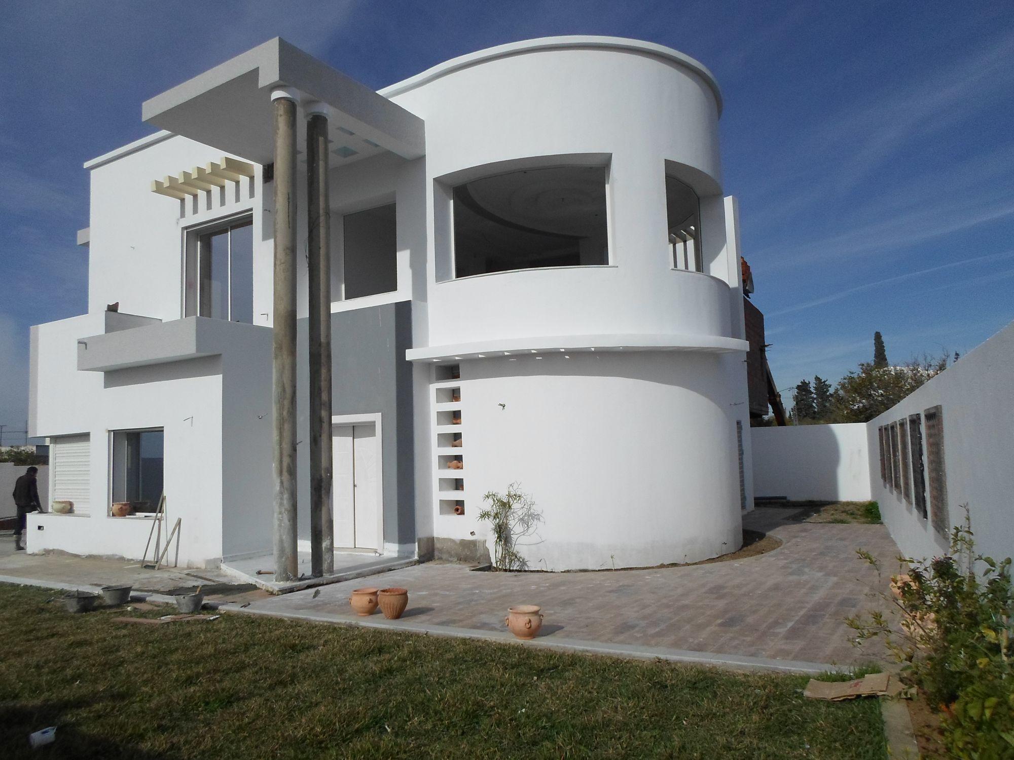 Villa moderne avec piscine dans les vergers de hammamet for Decoration exterieur villa en tunisie