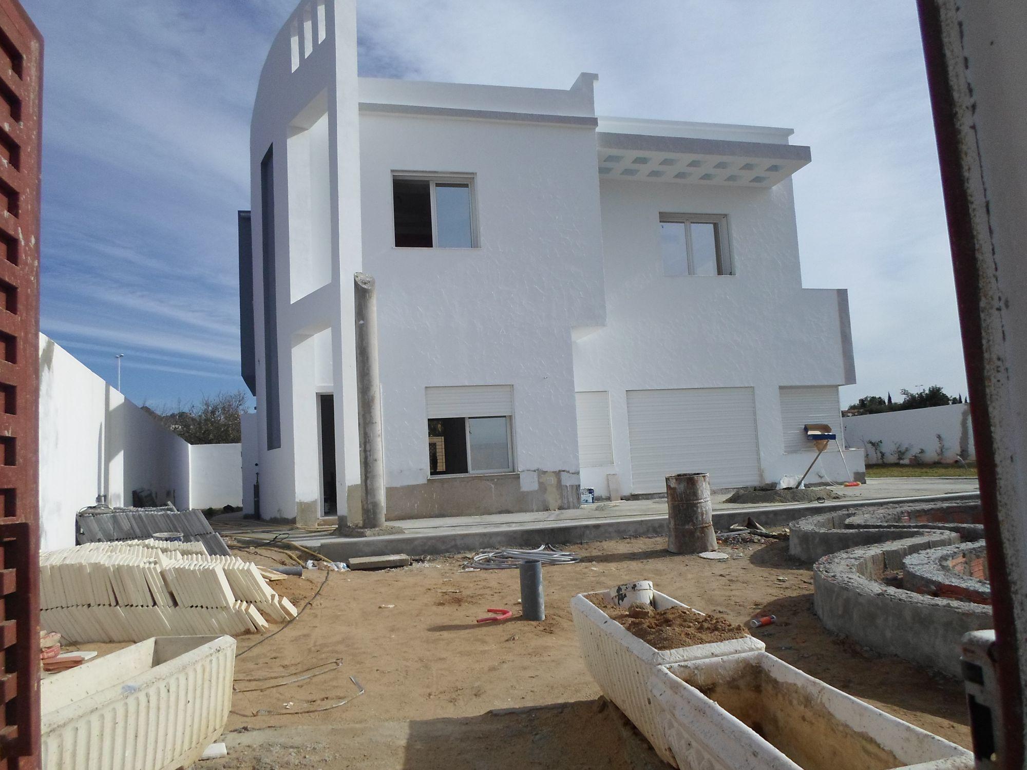 Spacieuse villa moderne et imposante dans les vergers for Les villa moderne