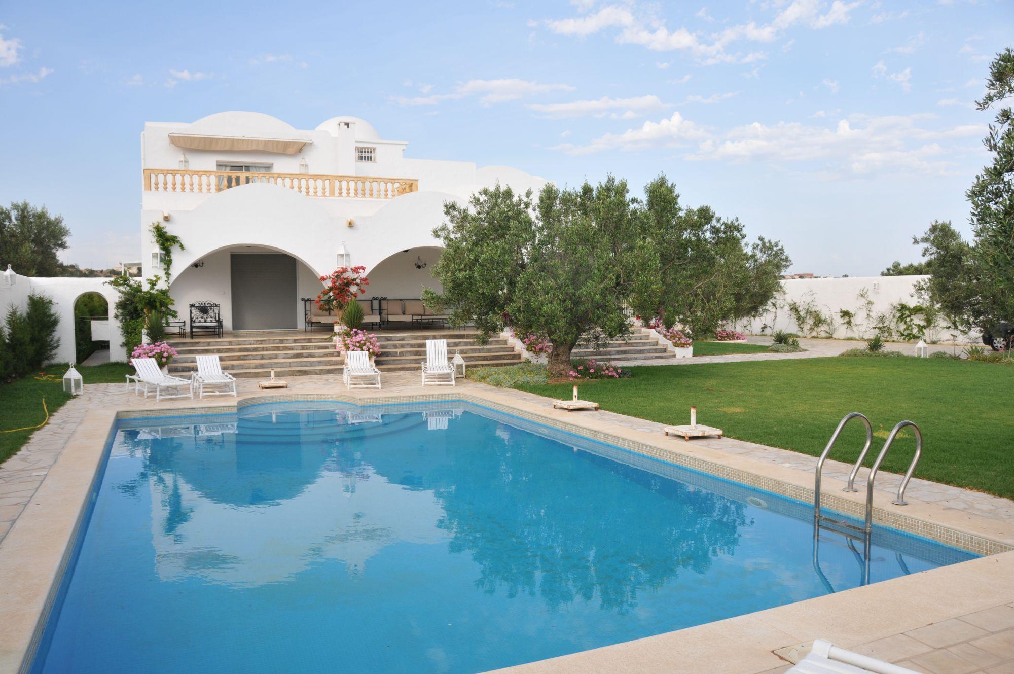Une magnifique demeure dar pond cay location villa for Piscine demontable tunisie