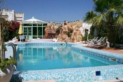Location spacieuse villa avec piscine