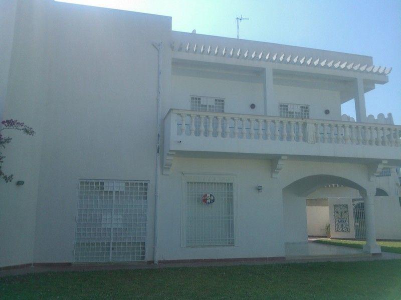Av une magnifique villa sur deux niveaux à hammamet