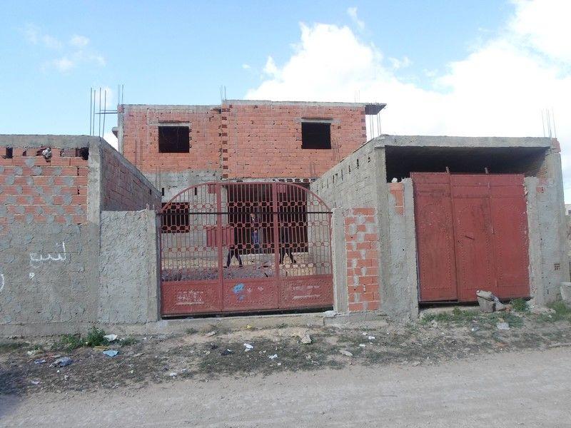 maison sur 2 niveaux 3 garages inachev e av vente maison hammamet. Black Bedroom Furniture Sets. Home Design Ideas