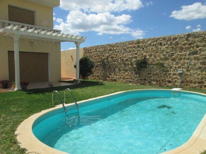 A vendre villa de haut standing avec piscine proche yassmine
