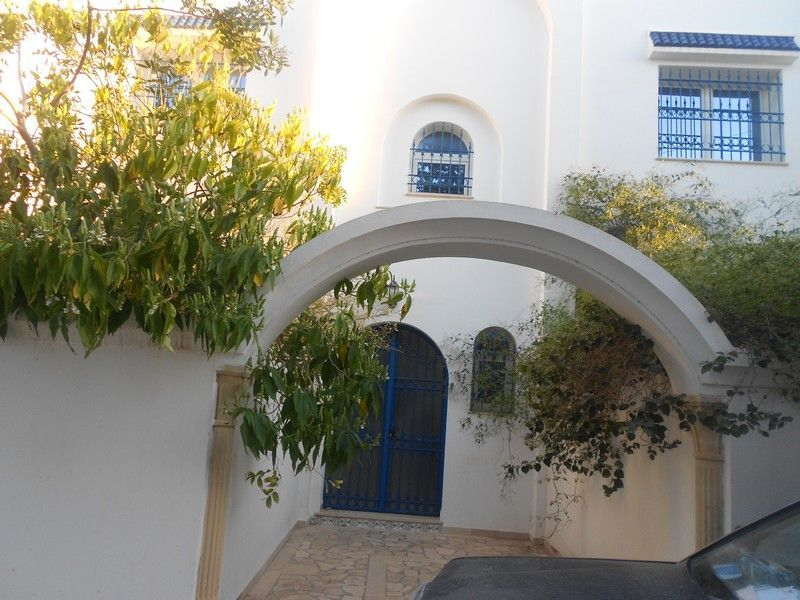 Av villa avec un appartement en plein ville hammamet