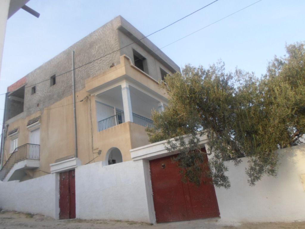 Propriété composé de 3 appartements av à hammamet