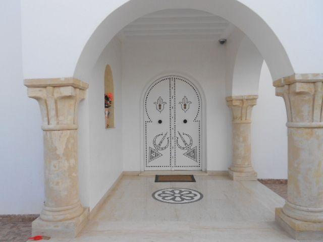 A vdre belle villa de haut standing proche de centre hammamet