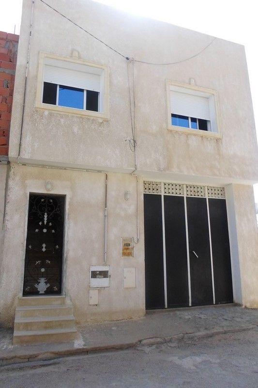 Belle maison avec garage � beni khiar