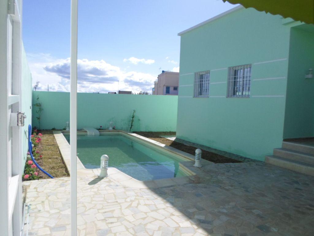 Av coquette villa de compagne avec piscine