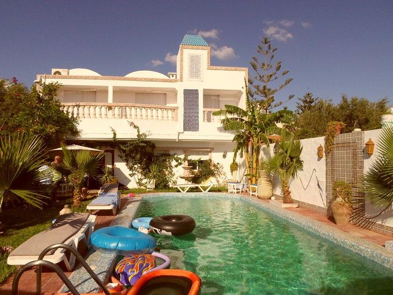 une villa sur deux niveaux dans un endroit chic hammamet vente villa hammamet. Black Bedroom Furniture Sets. Home Design Ideas