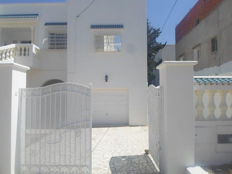 al une grande villa au rez de chauss avec un garage hammamet location maison hammamet. Black Bedroom Furniture Sets. Home Design Ideas