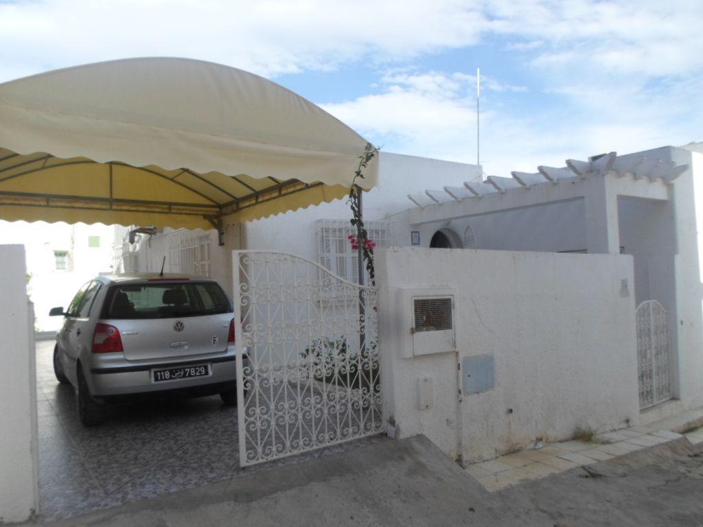 Villa avec abri de voiture dans une zone calme kt