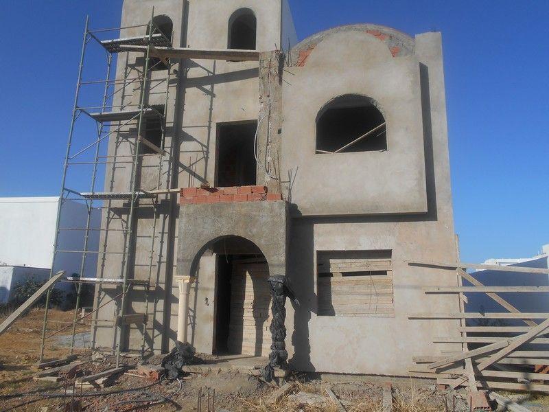 Villa inachevée sur trois étages kt