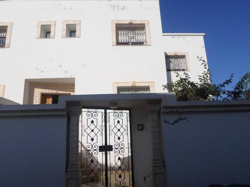 Maison sur 3 niveaux à hammamet nord kt