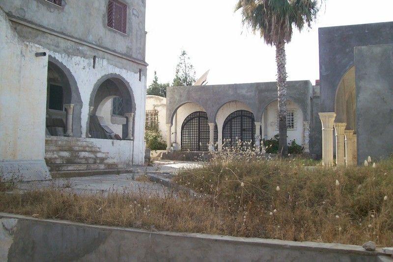Grande villa inachevée avec piscine kt