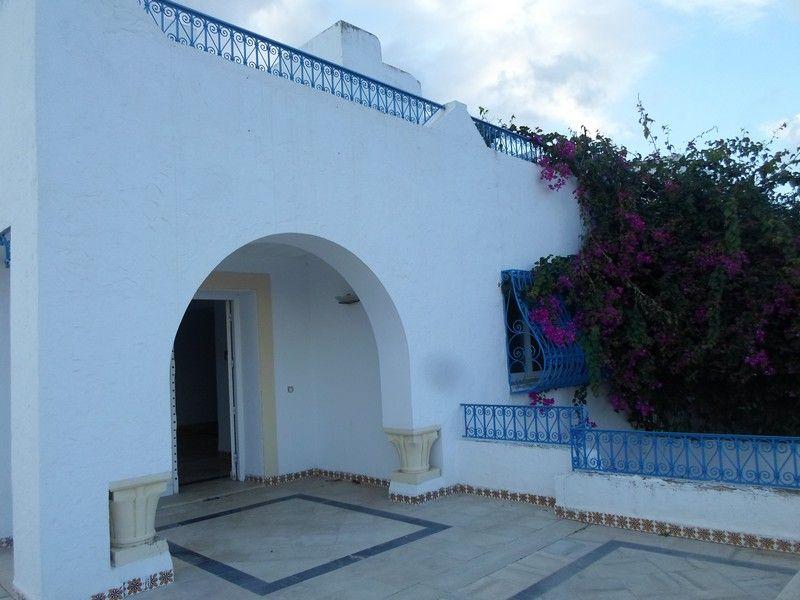 Villa imposante dans la zone touristique de hammamet kt