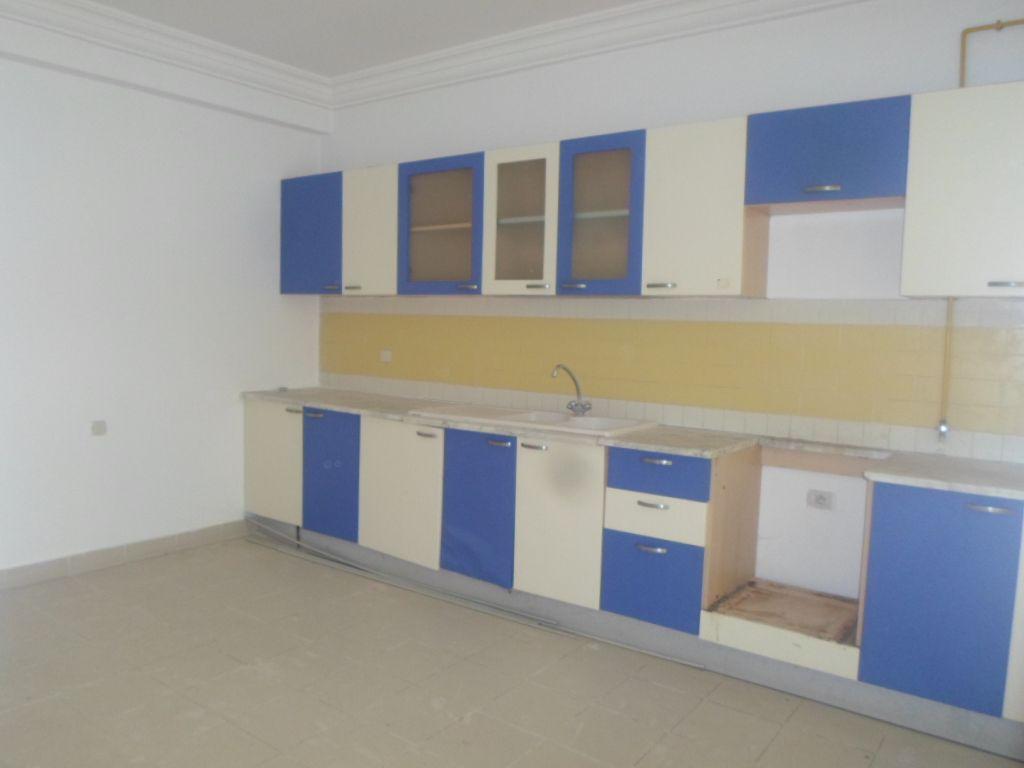 Appartement spacieux dans une résidence gardée dans les jasmins