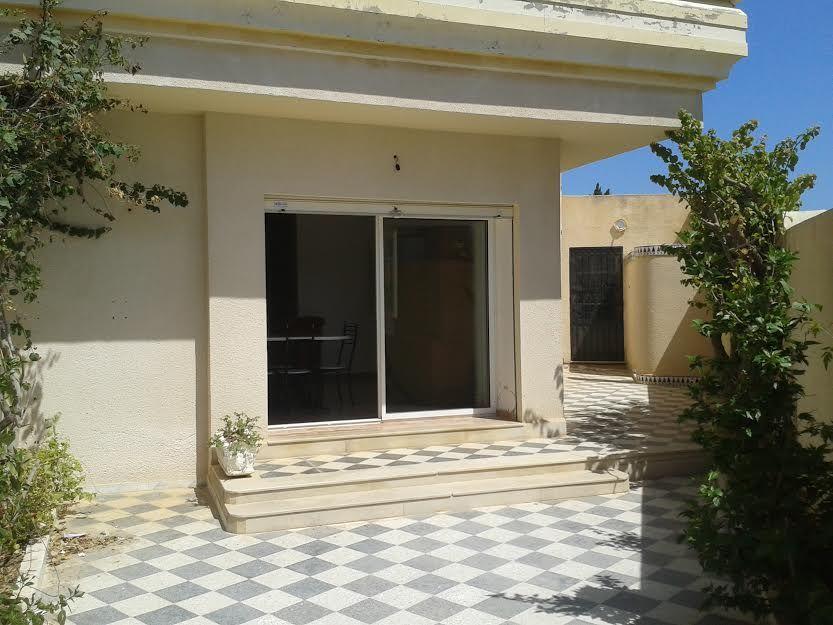 A louer une grande villa sur la route hammamet nabeul ha