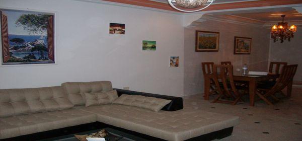 Un joli appartement luxueusement meubl location for Hotel meuble joli cervinia