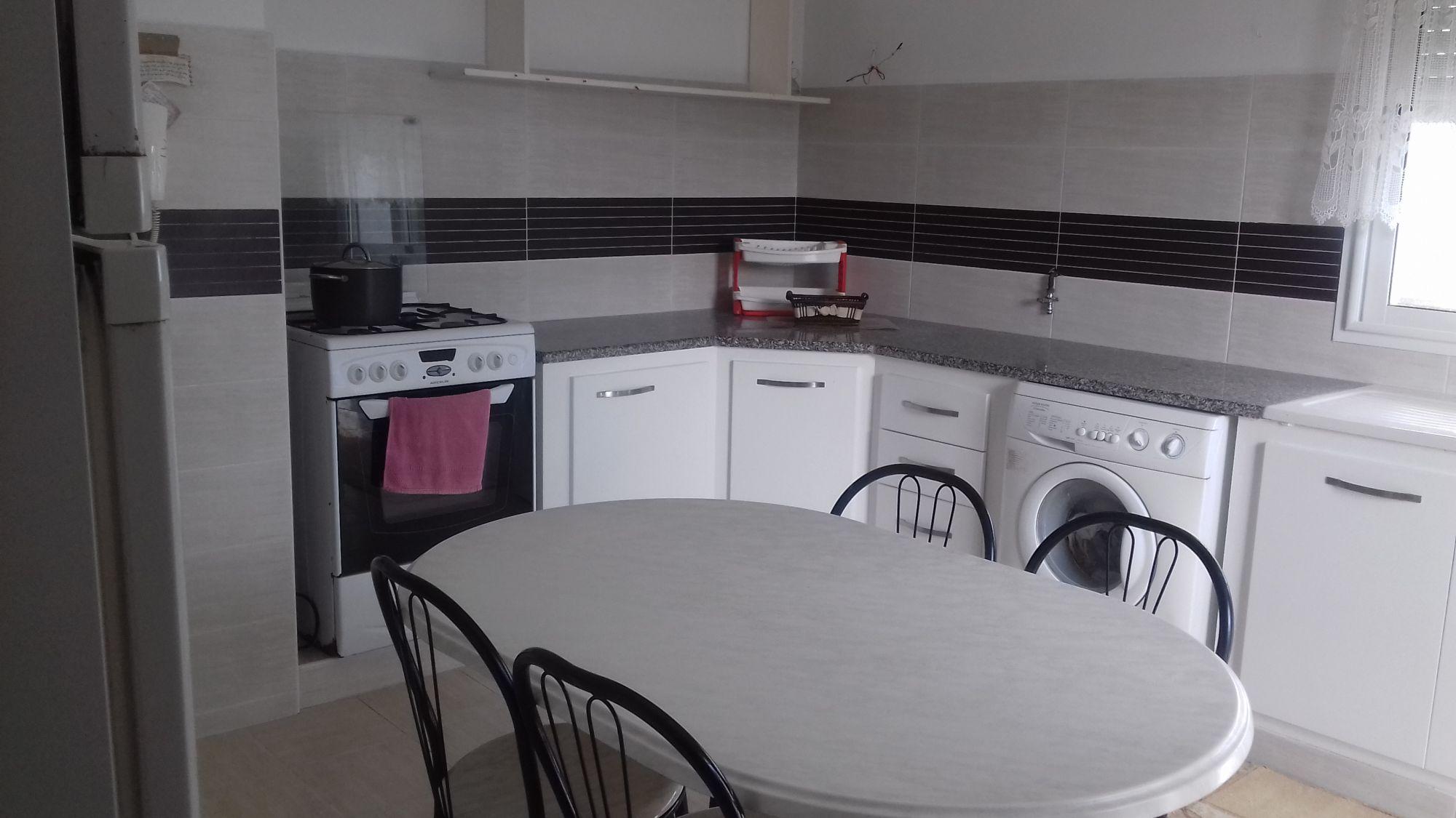 Appartement richement meublé zone plyclinique hammamet