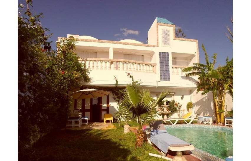 Une agréable villa avec propre piscine