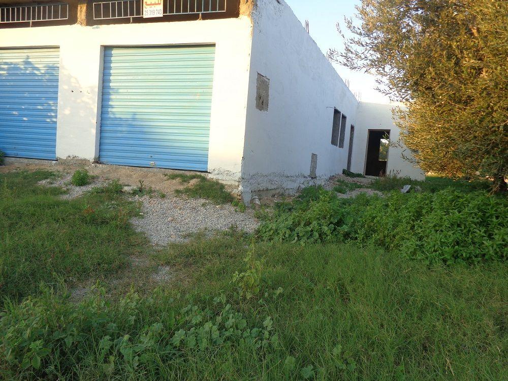 A v deux garages avec deux studio sur la route 125md oo