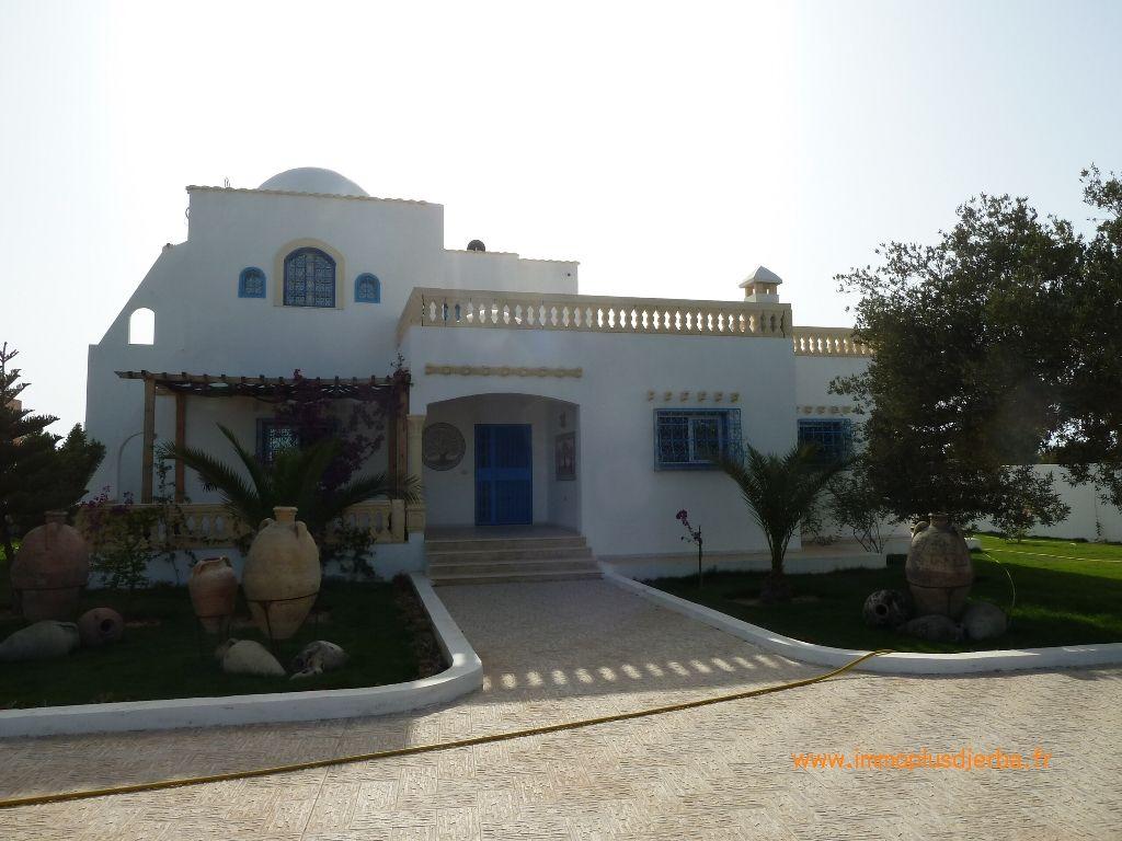 A vendre à djerba midoun jolie villa meublée