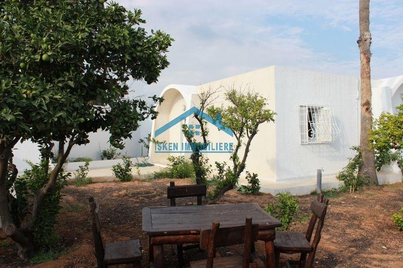 Villa située dans un quartier résidentiel au centreville