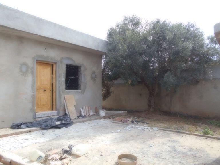 Maison a jabnoun avec jardin et garage gh